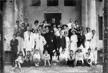 Members of the Armenian community in Singapore, 1917.  Photograph: Courtesy of the Armenian Apostolic Church of St. Gregory the Illuminator, Singapore