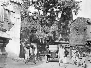 A rare American Ford in Udaipur, India, 1930. Image: Keystone-France/Gamma-Rapho via Getty Images