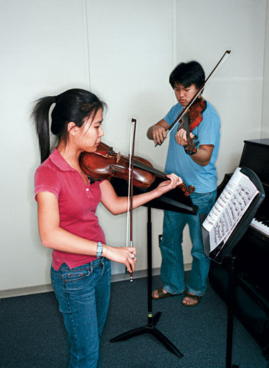 Esther Park '09 and Jeongcheol Ha '09 practice Pablo de Sarasate's Navarra for two violins and piano